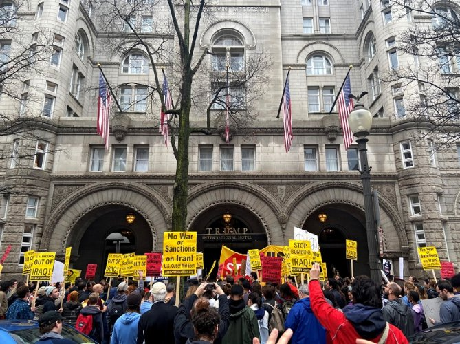 Anti-war protestors gather near Trump International Hotel to condemn the U.S. air strike that killed Iranian military commander Qassem Soleimani, in Washington. (Reuters Photo)
