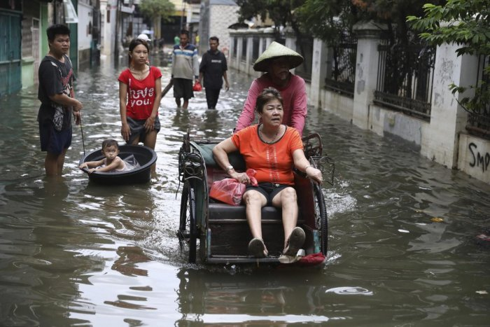Tens of thousands in Jakarta were still unable to return to their waterlogged homes after some of the deadliest flooding in years hit the enormous capital region, home to about 30 million. Photo/ap