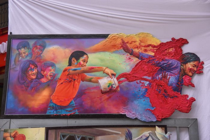 A 3D painting by artist Jai Ganesh depicting children playing Holi was one of the star attractions at the Chitra Santhe on Sunday. The painting was priced at Rs 2lakh. DH photo/S K Dinesh