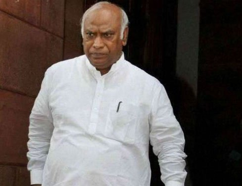 Kharge to give priority on filling up Railway Board vacancies