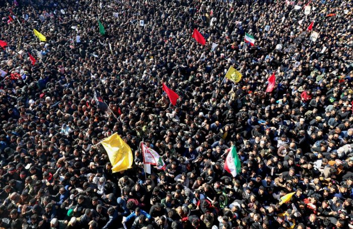 Iranian mourners gather during the final stage of funeral processions for slain top general Qasem Soleimani. (AFP photo)