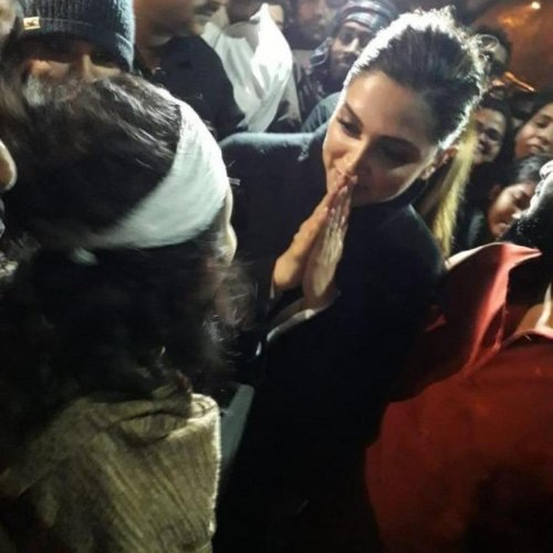 Deepika Padukone visited the JNU campus and joined the agitating students to express her solidarity. Credit: Twitter