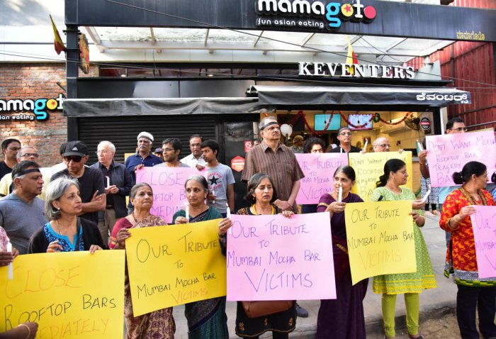 Residents protest against the nuisance from pubs and bars in Indiranagar. DH FILE PHOTO