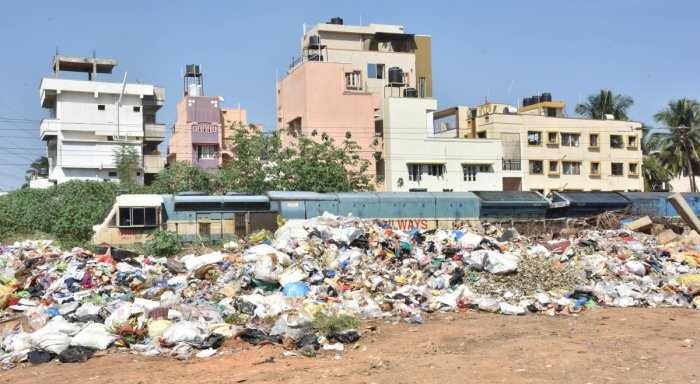 For DH Point blank story of garbage dumped near railway line at Muthyalanagar in Bengaluru on Wednesday 24th October 2018. Photo by Janardhan B K