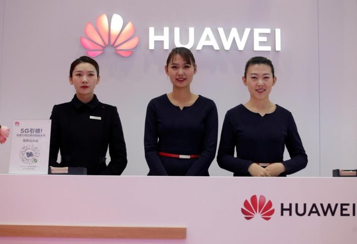 Attendants stand at a Huawei booth at the World 5G Exhibition in Beijing, China. (REUTERS photo)