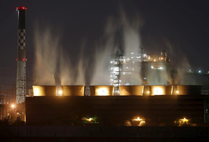 Smoke billows out from the cooling towers of a coal-fired power plant (Reuters Photo)