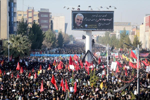 Iranian people attend a funeral procession and burial for Iranian Major-General Qassem Soleimani, head of the elite Quds Force, who was killed in an air strike at Baghdad airport, at his hometown in Kerman, Iran January 7, 2020. (Reuters Photo)