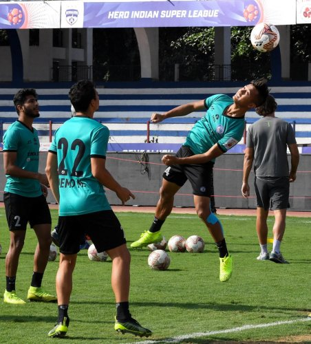 Jamshedpur FC players during a training session on the eve of their match against Bengaluru FC on Thursday. DH PHOTO/ BH Shivakumar