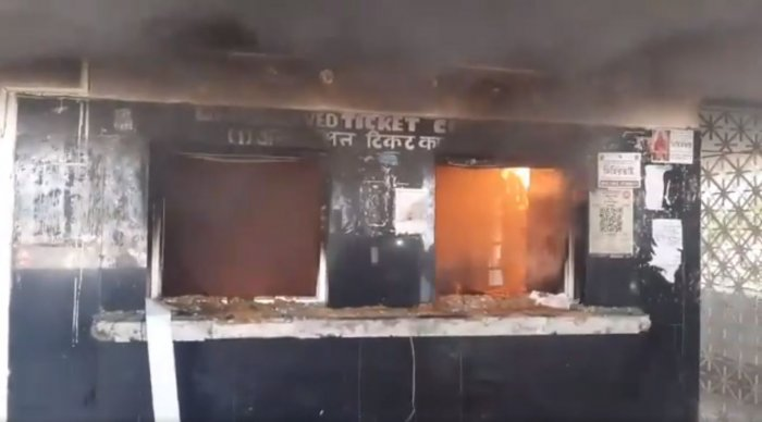 """""""Later in the afternoon, they entered the station complex and set the ticket counter on fire. When the RPF and railway personnel tried to stop them, they were beaten up,"""" a senior Railway Protection Force official said. Photo/Twitter (@sdeepayan)"""