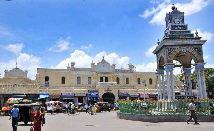 A view of Devaraja Market in Mysuru city. (DHNS Photo)