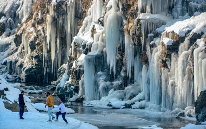 A MeT department official said the minimum temperature in Srinagar dipped to minus 3 degrees Celsius as compared to previous night's minus 0.1 degrees.