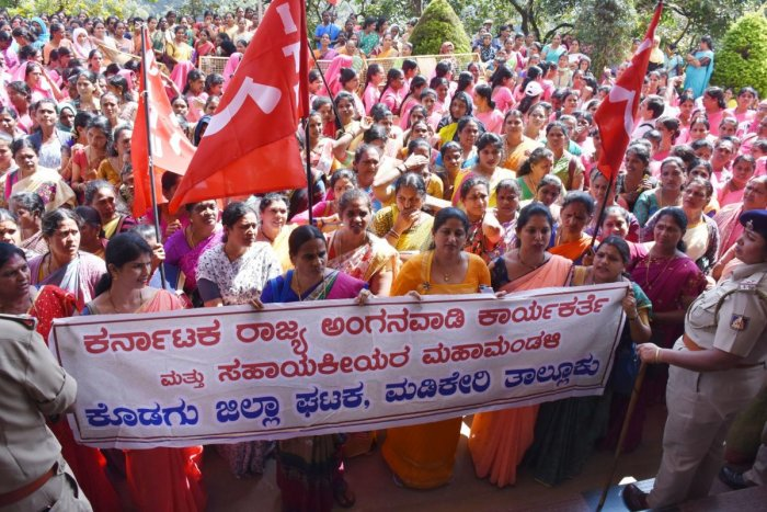 A protest rally was taken out fromSudarshan Circle to the DC's office in Madikeri. The protestors raised slogans against the Central government.