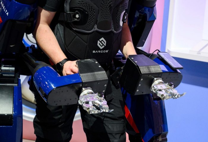 A man demonstrates the capabilities of the Sarcos Guardian XO exoskeleton, January 8, 2020 at the 2020 Consumer Electronics Show (CES) in Las Vegas, Nevada.(Credit: AFP)