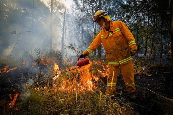 Country Fire Authority (CFA) strike teams performing controlled burning west of Corryong, Victoria, Australia. (REUTERS photo)