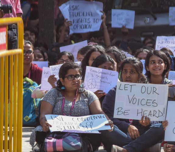 JNC students protest against alleged harassment by BJP workers in Bengaluru on Thursday. DH Photo/S K Dinesh