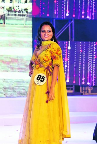 Sangeetha Holla won two titles - Miss India Beauty with Brain and Miss India Popular 2019 at the Miss India International Jeeo King and Queen 2019 contest held in Kolkata recently.