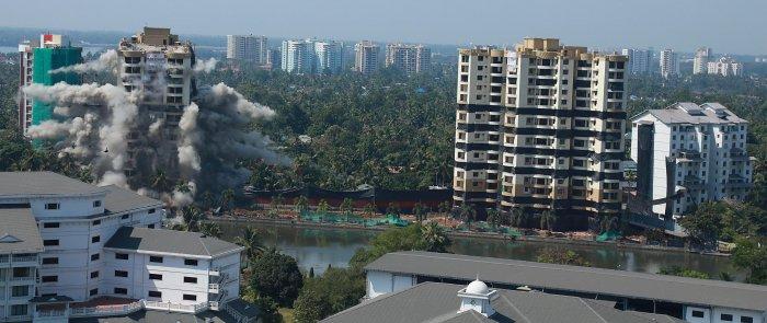 Maradu flat demolition. (DH Photo)