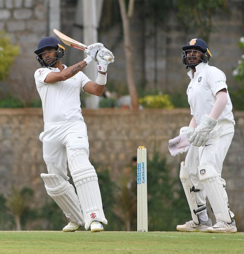 KV Siddharth (left), Karnataka's top run-getter in last season's Ranji Trophy, is set to play his first game this edition when the eight-time champions face Saurashtra. DH FILE PHOTO