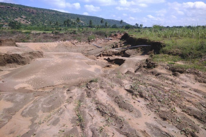A farm on the bank of Malaprabha at Asangi in Guledgud taluk has suffered an extensive soil erosion in the August floods.