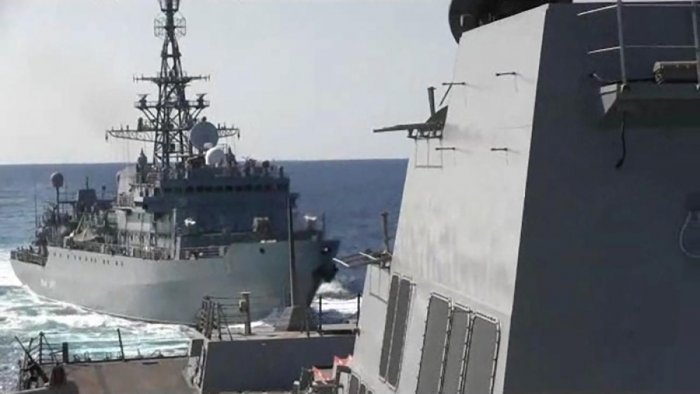 A Russian naval ship sails close to the U.S. Navy destroyer USS Farragut during an incident in the northern Arabian Sea January 9, 2020 in a still image from video. Video was taken January 9, 2020. (Reuters Photo)