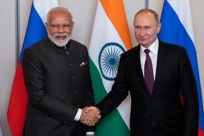 Russian President Vladimir Putin (R) and Prime Minister Narendra Modi. (AFP file photo)