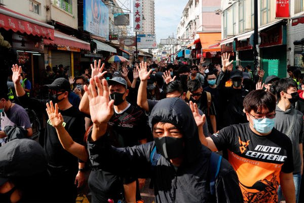 Anti-government protesters march during anti-parallel trading protest at Sheung Shui, a border town in Hong Kong. (Reuters Photo)
