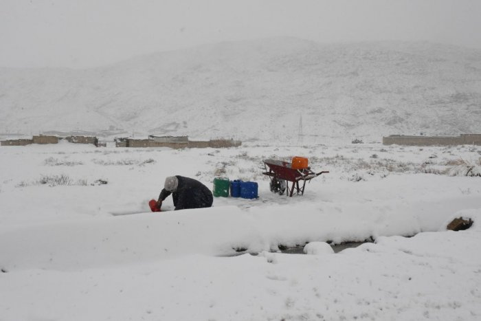 The new spell of heavy snowfall that started on Saturday night in Quetta continued with small intervals in many other areas of northern Balochistan, according to the Met Office.