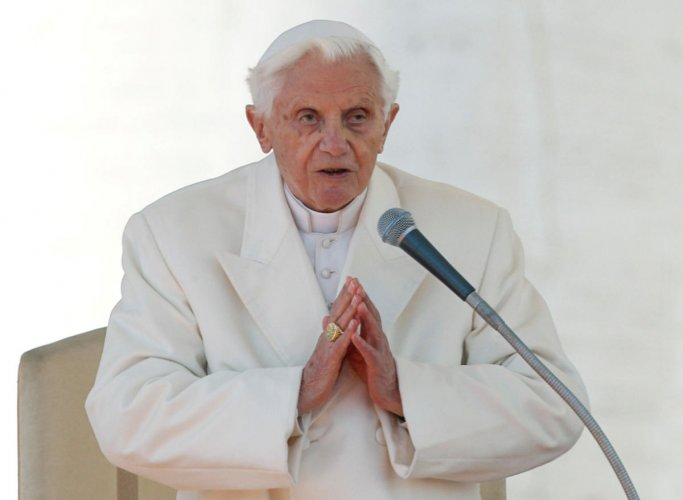 Pope Benedict XVI finishes his last general audience in St Peter's Square at the Vatican. (REUTERS PHOTO)