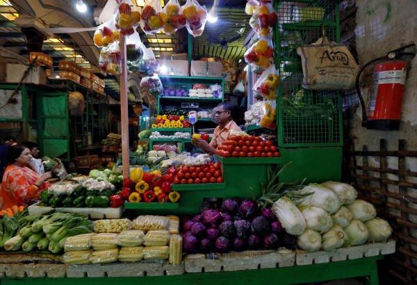 vendor sells vegetables at a retail market in Kolkata, India, December 12, 2018. (Reuters Photo)