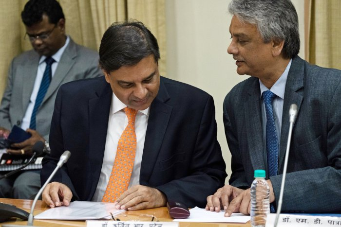 Patra, right, speaks to former RBI Governor Urjit Patel during a news conference in Mumbai on Dec. 5, 2018. (Photo: Karen Dias/Bloomberg)