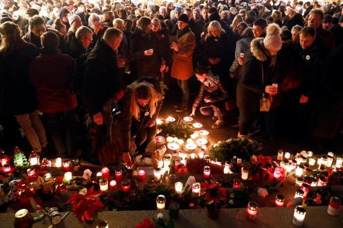 """People attend a ceremony at the memorial """"Der Riss"""", commemorating the victims of the 2016 terrorist attack on the Christmas market at Breitscheidplatz square in Berlin, Germany. (Reuters Photo)"""