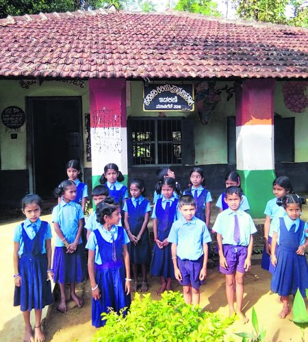 The schoolchildren in front of Government Lower Primary School at Idakini. dh photo