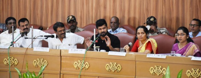 MP Pratap Simha speaks during the Disha meeting in Madikeri on Tuesday. DH PHOTO