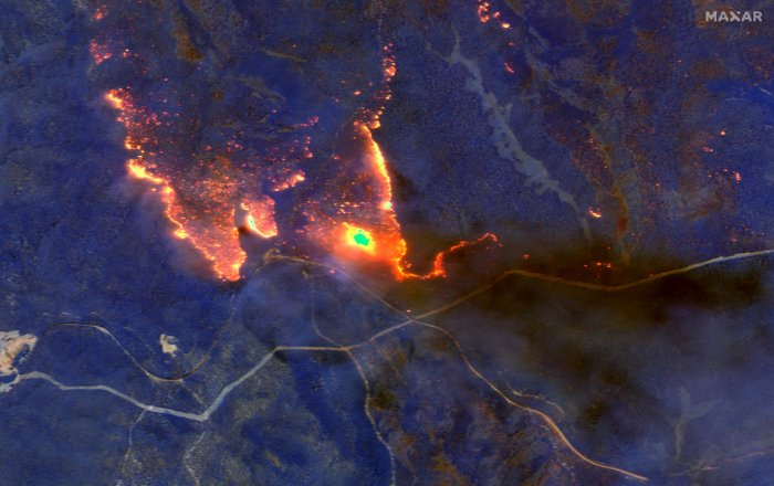 A satellite image shows wildfires burning east of Obrost, Victoria, Australia January 4, 2020. (Reuters Photo)