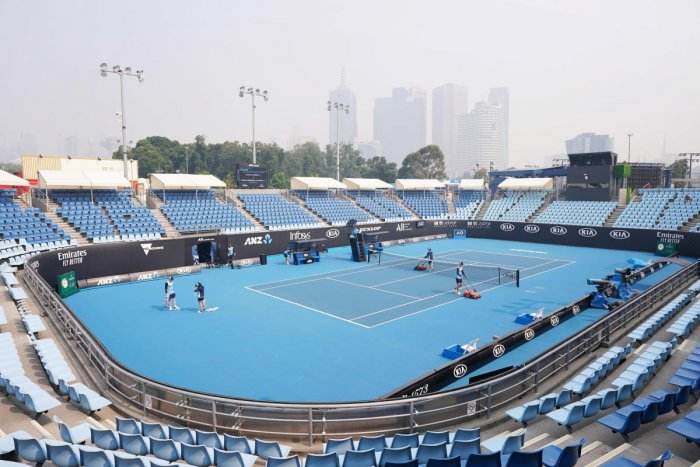 A general view is seen with the city skyline shrouded by smoke haze from bushfires during an Australian Open practice session at Melbourne Park in Melbourne, Australia, January 14, 2020. (Reuters Photo)