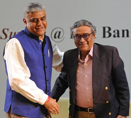 M V Rajeev Gowda and Swapan Dasgupta on Tuesday. DH PHOTO