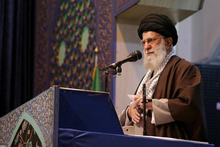 Iran's Supreme Leader Ayatollah Ali Khamenei delivers Friday prayers sermon, in Tehran, Iran January 17, 2020. (Reuters Photo)