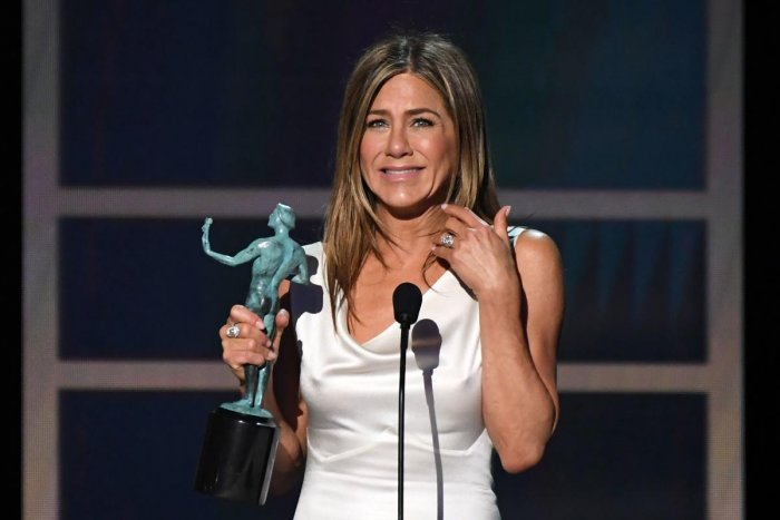 US actress Jennifer Aniston accepts the awards for Outstanding Performance by a Female Actor in a Drama Series during the 26th Annual Screen Actors Guild Awards show at the Shrine Auditorium in Los Angeles. (AFP PHOTO)