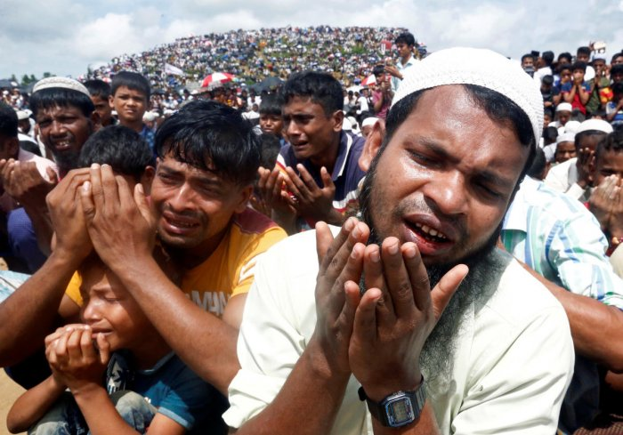 Rohingya refugees take part in a prayer as they gather to mark the second anniversary of the exodus at the Kutupalong camp in Cox's Bazar, Bangladesh, August 25, 2019. (Reuters Photo)