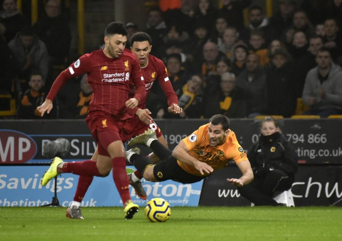 Liverpool's Alex Oxlade-Chamberlain, left, duels for the ball with Wolverhampton Wanderers' Jonny during the English Premier League match between Wolverhampton Wanderers and Liverpool. (AP Photo)