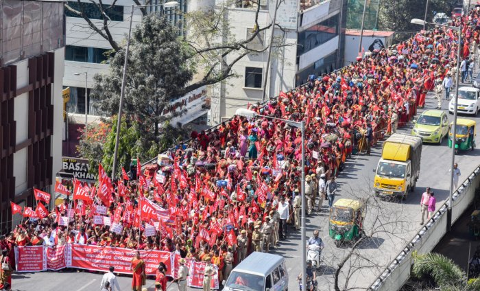 Anganwadi workers took out a rally on Thursday. DH photo/Anup Ragh T