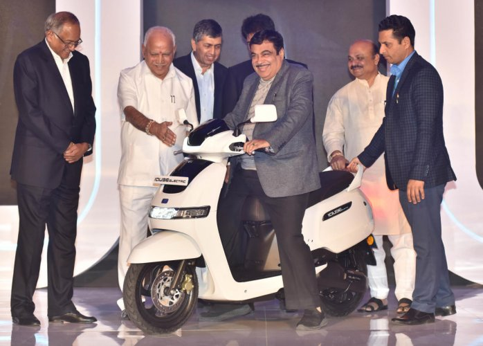 Union Road transport Minister Nitin Jairam Gadkari launch TVS iQube electric scooter in Bengaluru on Saturday, January 25, 2020. (From left) TVS Motor company Chairman Venu Srinivasan, Chief Minister BS Yediyurappa and Home Minister Basavaraj Bommai are also seen. Photo by Janardhan B K