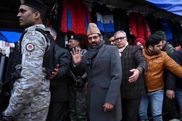 Bharatiya Janata Party (BJP) Union Minister of Minority Affairs, Mukhtar Abbas Naqvi, visits Lal Chowk market in Srinagar on January 22, 2020. (AFP Photo)