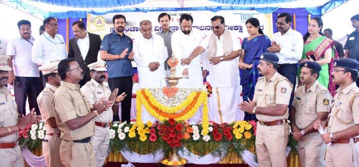 Transport Minister Laxman Savadi inaugurates the automated driving test track at Regional Transport Office, Mysuru (East) in Mysuru on Friday. Joint Commissioner for Transport C T Murthy, Commissioner N Shivakumar, MLAs L Nagendra and G T Devegowda, MLC S