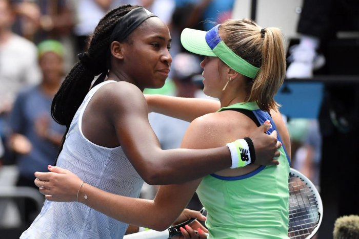 Sofia Kenin of the US gives a hug to Coco Gauff (L) of the US after their women's singles match on day seven of the Australian Open. (AFP photo)