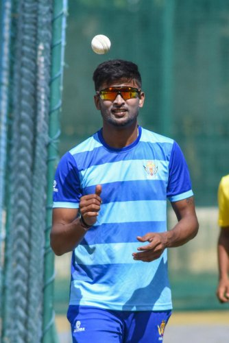 K Gowtham's return couldn't have come a better time for Karnataka, who take on Railways in a crucial Ranji Trophy game from Monday. DH FILE PHOTO