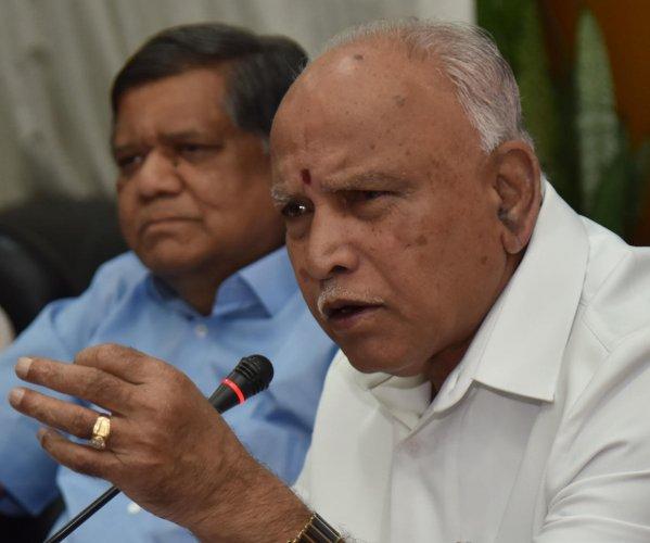 B S Yediyurappa and Jagadish Shettar address a presser in Bengaluru on Saturday. DH Photo/Janardhan B K
