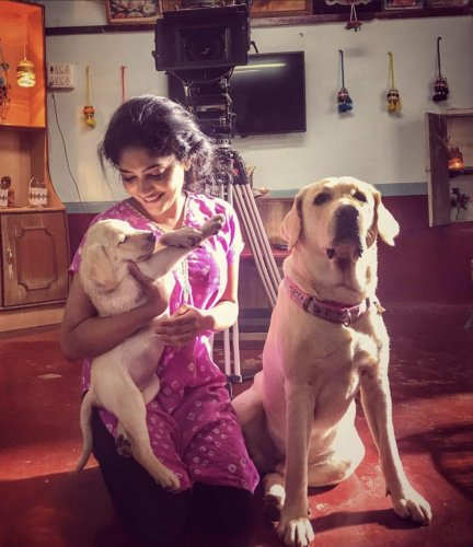 The actor spent most of her time playing with the dogs when not shooting.