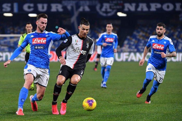 Juventus' Portuguese forward Cristiano Ronaldo (2ndL) outruns Napoli's Spanish defender Fabian Ruiz (L) during the Italian Serie A football match Napoli vs Juventus. (AFP Photo)