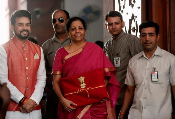 Finance Minister Nirmala Sitharaman arrives to present the 2019 budget in Parliament, New Delhi, India July 5, 2019. (Reuters Photo)